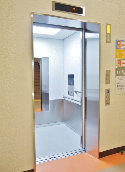 180627-elevator02-.JPG
